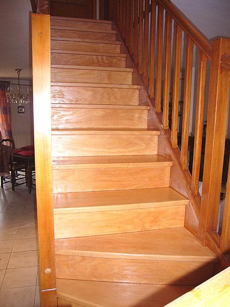 vitrifier un escalier en bois great repeindre un escalier couleur bois vitrifi peindre un. Black Bedroom Furniture Sets. Home Design Ideas