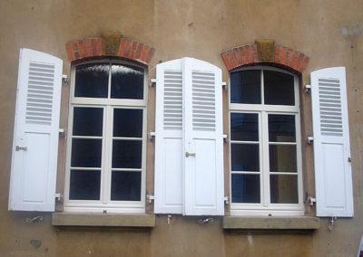 Fenêtre bois laqué RAL 9001