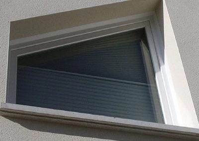 Fenêtre PVC blanc en trapèze