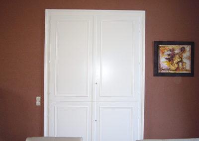 Placard portes ouvrantes, laqué blanc