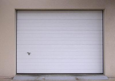 Porte de garage sectionnelle, laqué blanc