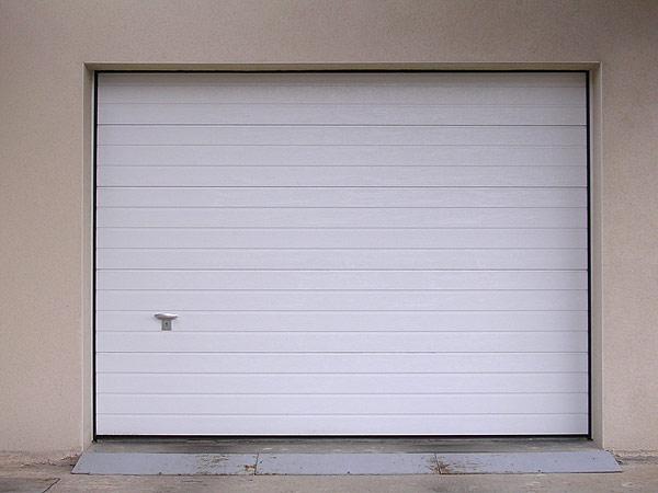 Galerie de r alisations de portes de garage menuiserie for Porte garage bois sectionnelle