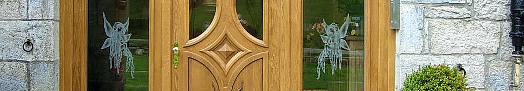 Venet et pose de porte d'entrée en Bois massif
